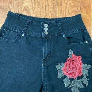 The Style Between Us Jeans - The Style Between Us Black Rose Jeans - Size 11